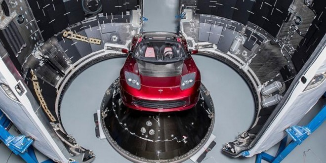 xtrlarge-uzay-ilk-araba-tesla-roadster-1